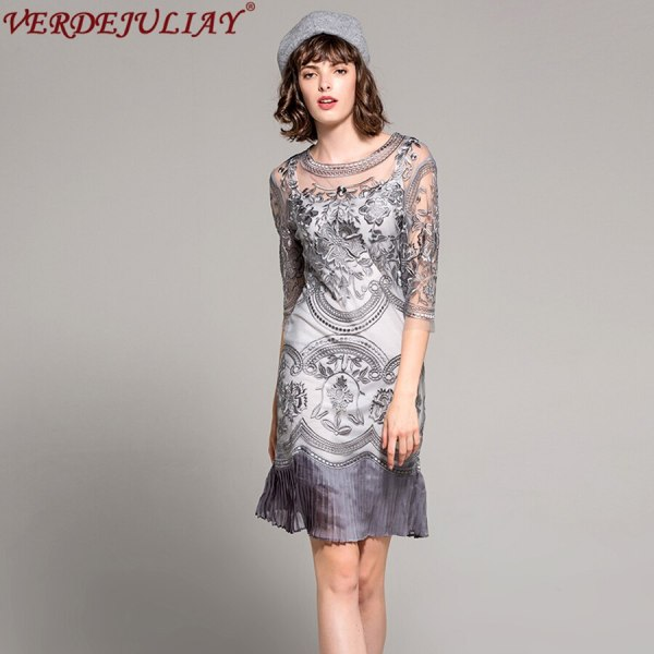 Vintage Dresses Women Spring 19 New Fashion Mesh Embroidery Half Sleeve Pleated Elegent Plus Size Mini High Quality Hot Dress