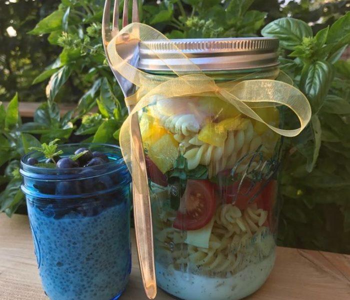 Sommerlicher Nudelsalat und Chia-Pudding mit Heidelbeeren