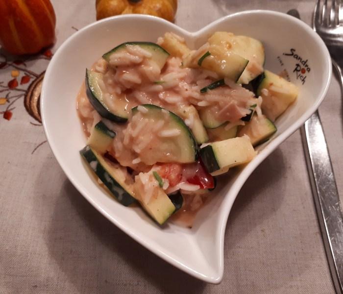 Reissalat mit Zucchini und Tomate