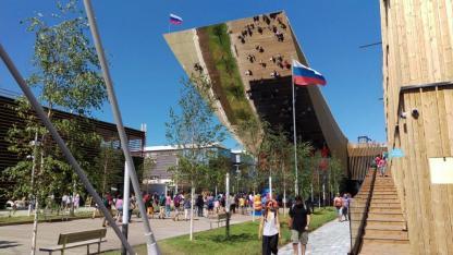 Der Russische Pavillon. Von der Spitze des Vordachs hat man einen tollen Blick.