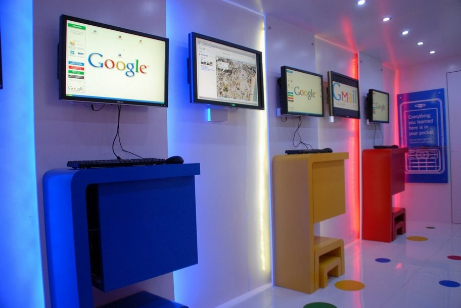 Google launches India Internet Bus woikr