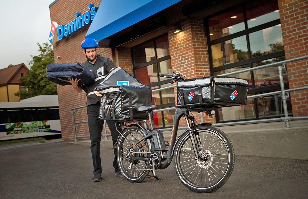 Domino's Pizza cambia los autos por bicicletas eléctricas