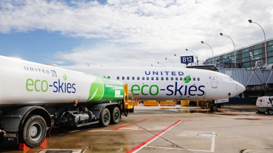 United Airlines realiza el primer vuelo comercial más ecológico de la historia Wokii México