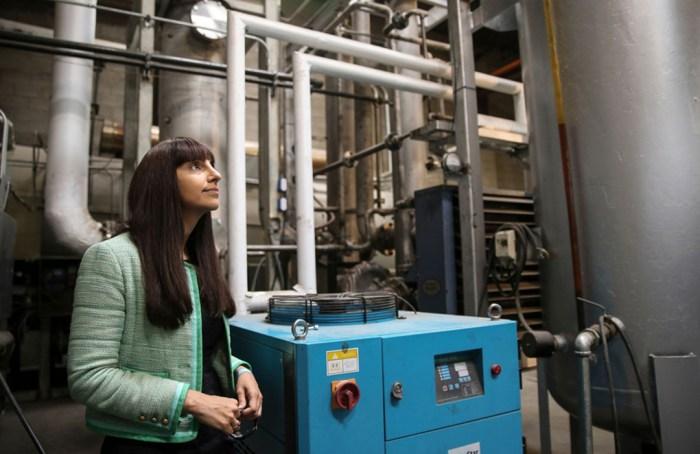 Priyanka Bakaya, la científica que convierte el plástico en combustible