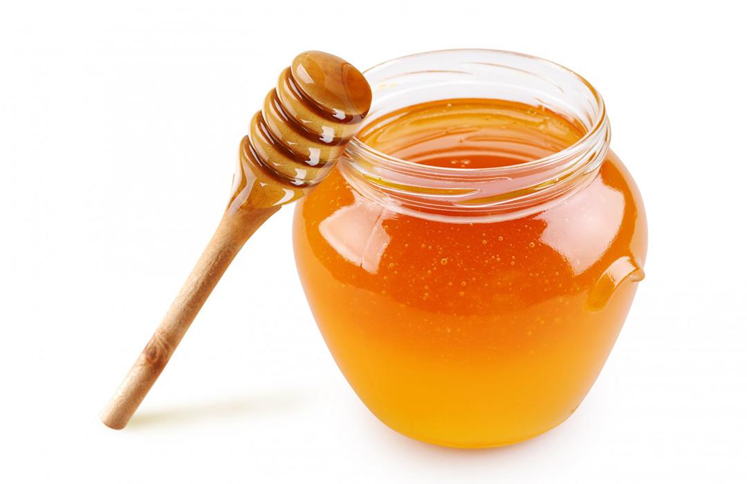 Estudiantes crean la primera miel sintética