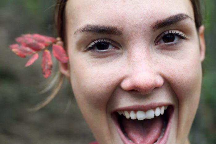 Hábitos que creías buenos pero que podrían lastimar a tus dientes