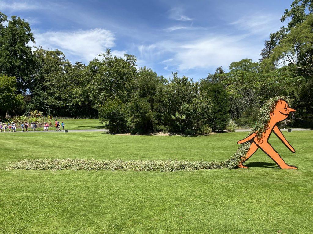 ¿Te encanta el arte? Amarás las macroesculturas de Jean Jullien en el Jardin des Plantes de Nantes