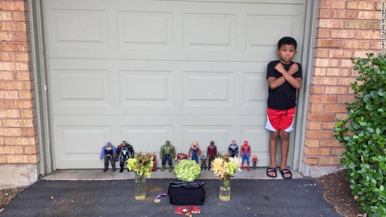 Te conmoverá el homenaje que este niño de 7 años hizo a Chadwick Boseman