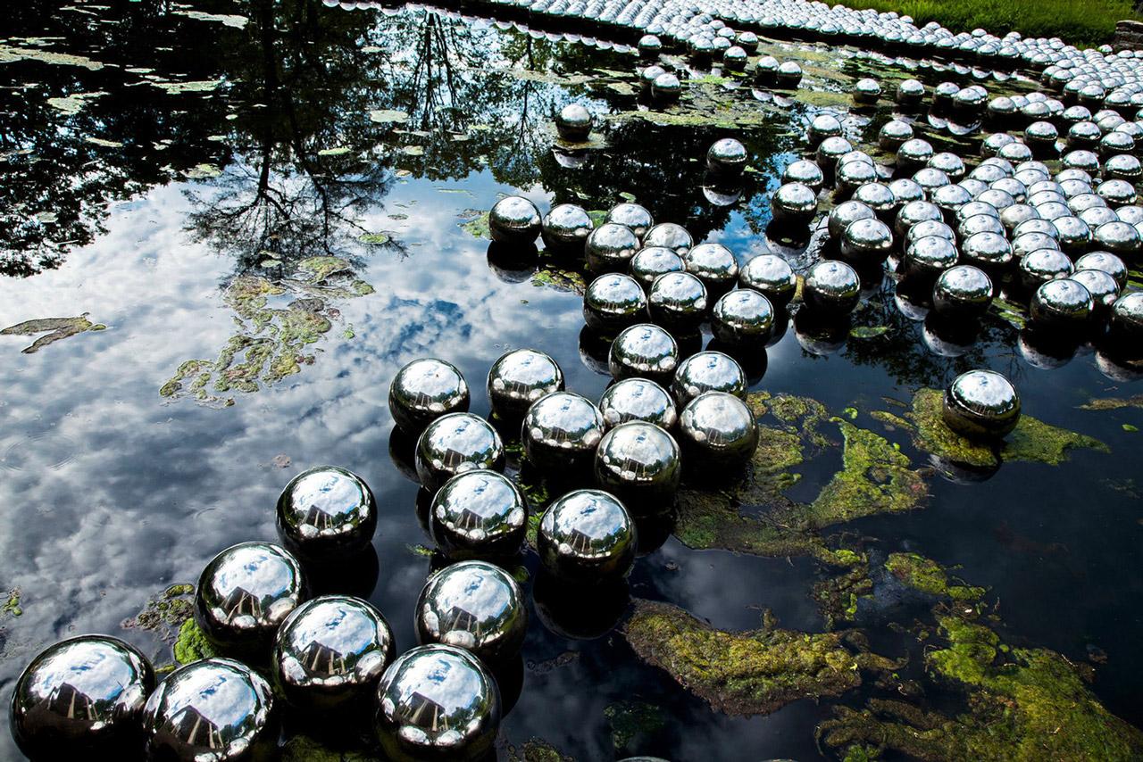 El jardín de Narciso de Yayoi Kusama, una reflexión sobre un mundo ideal