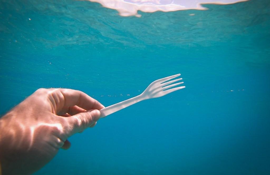 Alemania prohibirá el uso de cubiertos de plástico para 2021