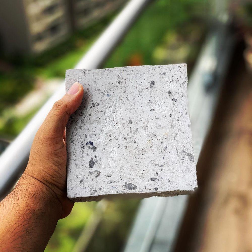 Ladrillos hechos con cubrebocas desechables: una realidad