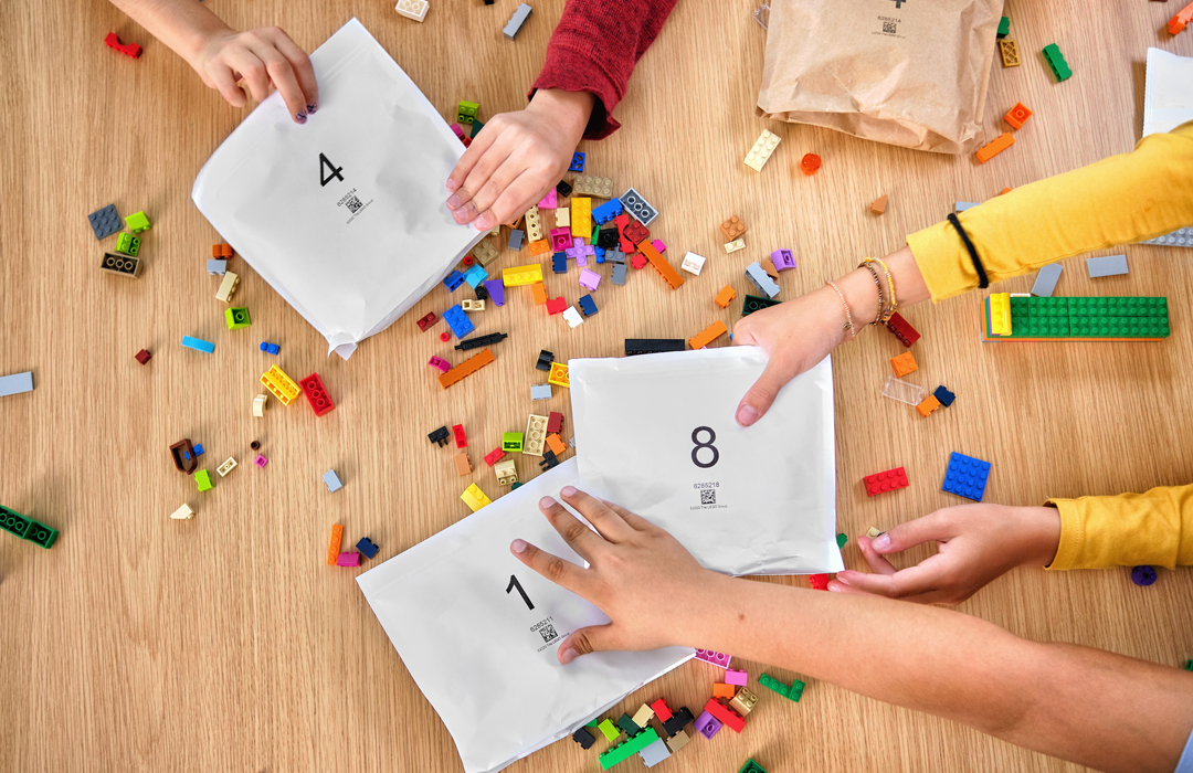 """""""Querido LEGO: deja de usar plástico. Atentamente, los niños que amamos jugar con tus bloques"""""""