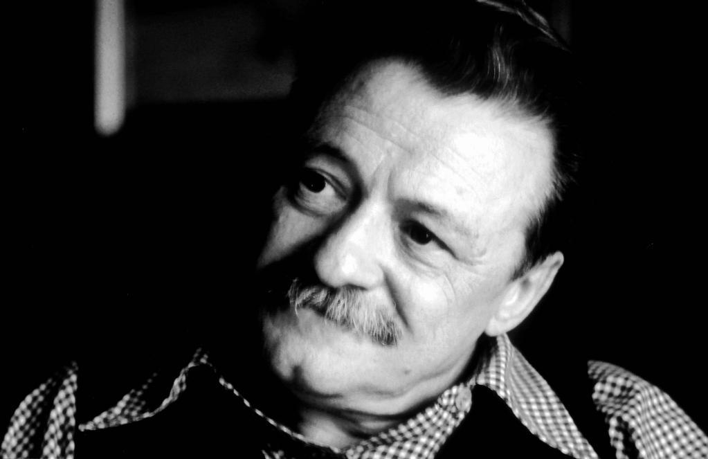3 poemas de Mario Benedetti que te harán creer en el amor