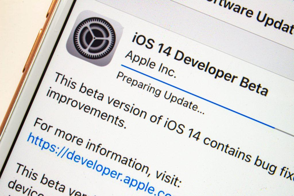 ¿Una app te espía por tu cámara o micrófono? iOS 14 te lo hará saber