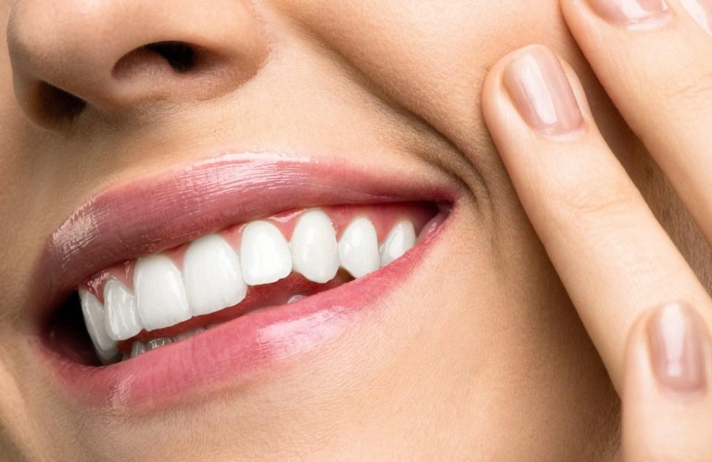 Científicos crean enjuague bucal para detectar coronavirus