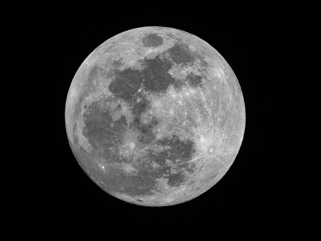 Hay agua en la Luna: lo confirma la NASA en un hallazgo histórico