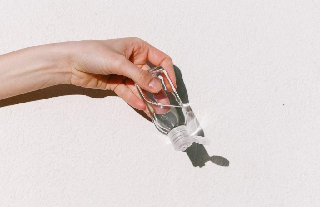 ¿El gel antibacterial puede dañar nuestra piel?
