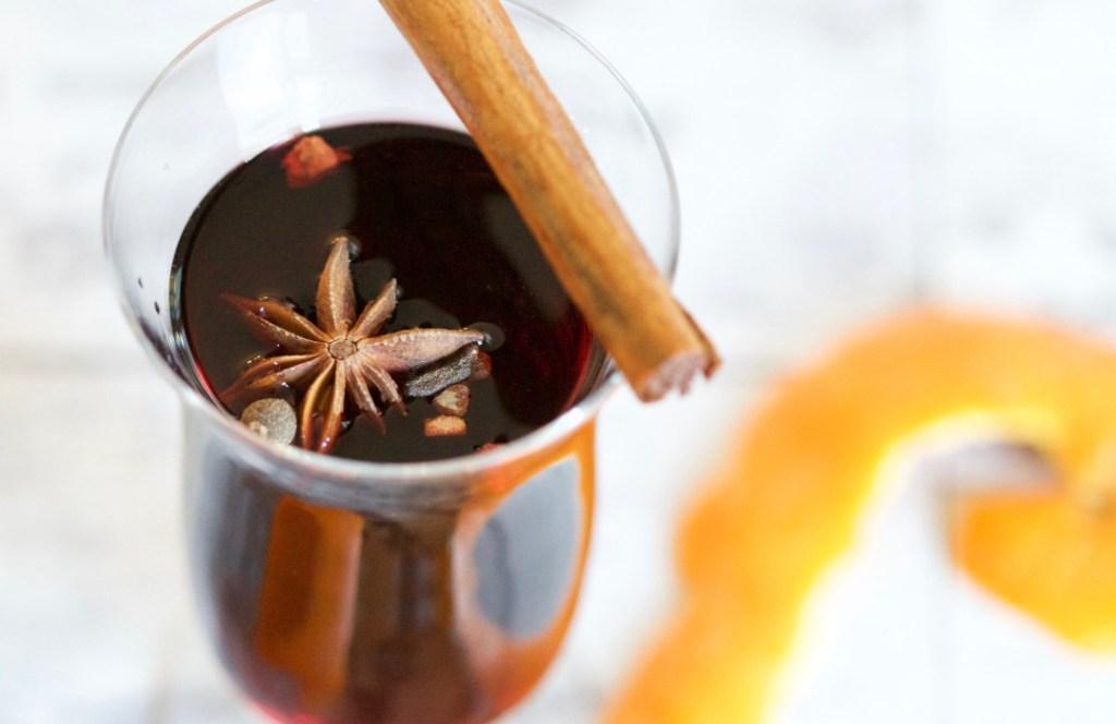 Cómo hacer vino caliente y otras bebidas para las fiestas decembrinas