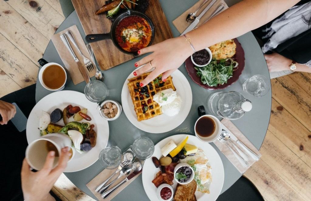 Comer a esta hora del día hará que quemes el doble de calorías