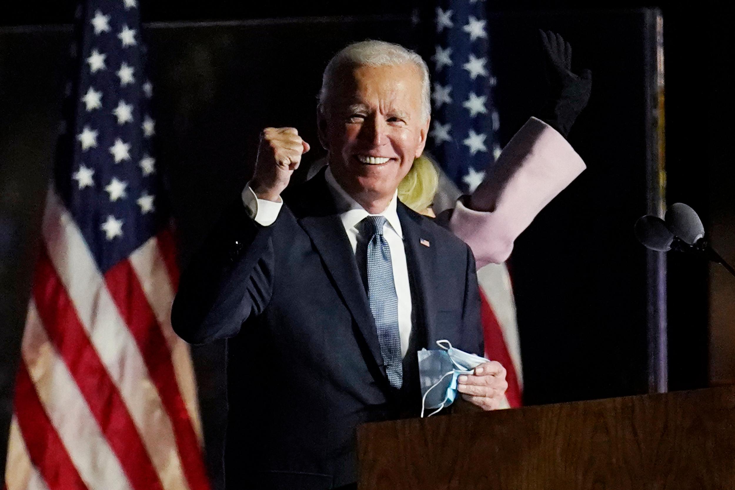 Joe Biden anula la prohibición de que las personas trans sirvan en el ejército