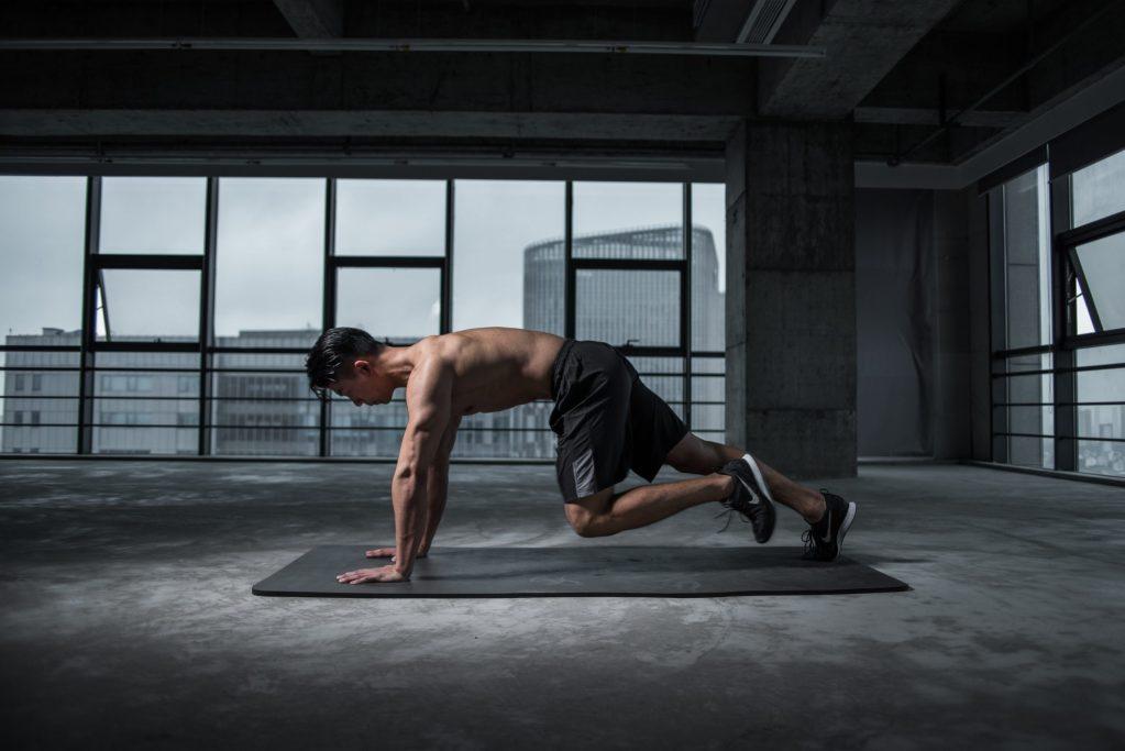 5 ejercicios sencillos para empezar a entrenar este 2021