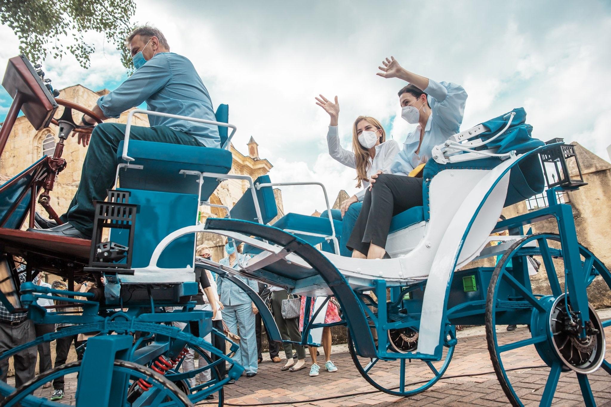 Sustituyen caballos por carruajes eléctricos, en República Dominicana