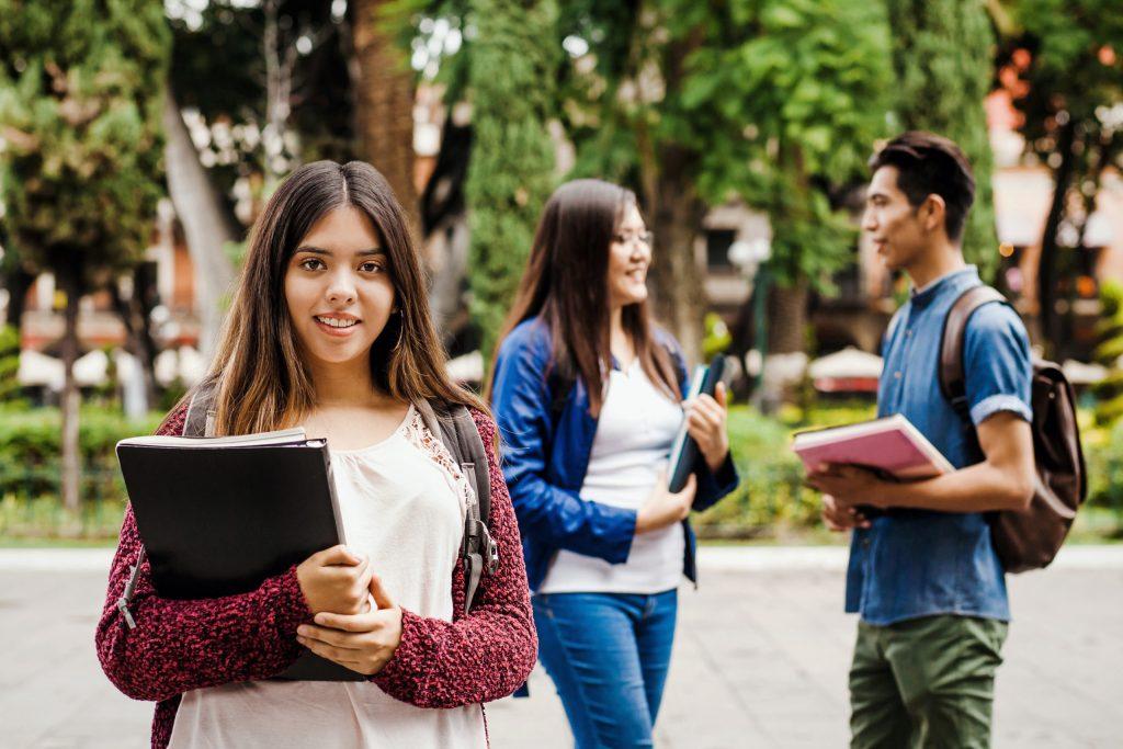 Harvard beca a estudiantes de Latinoamérica con todos los gastos pagados