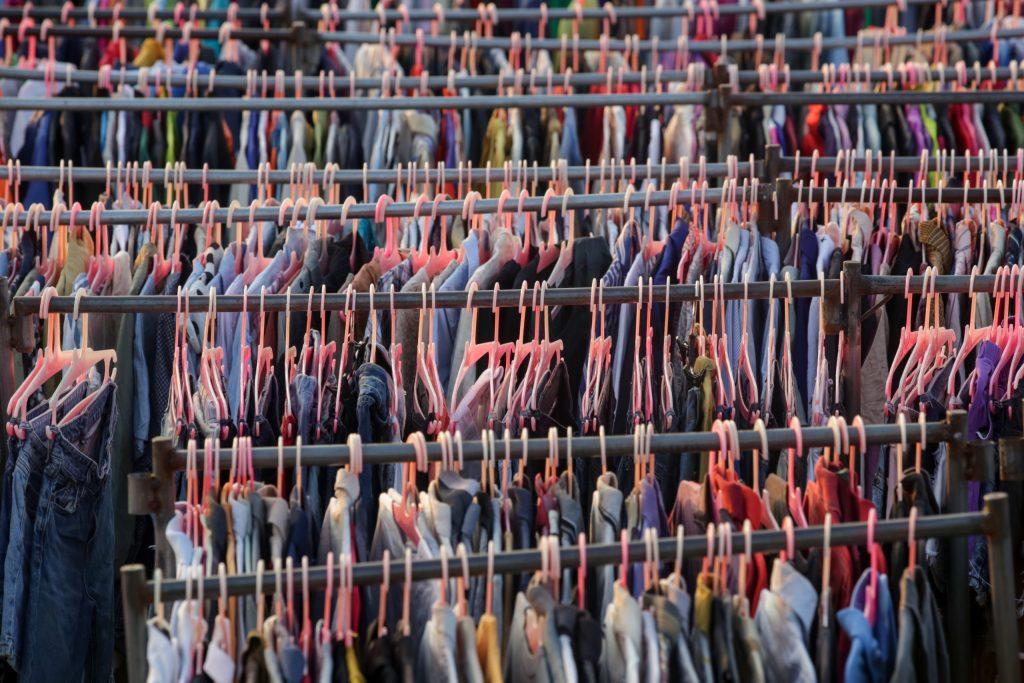 Un nuevo modelo de negocio busca acabar con el fast fashion: las apps de renta de ropa