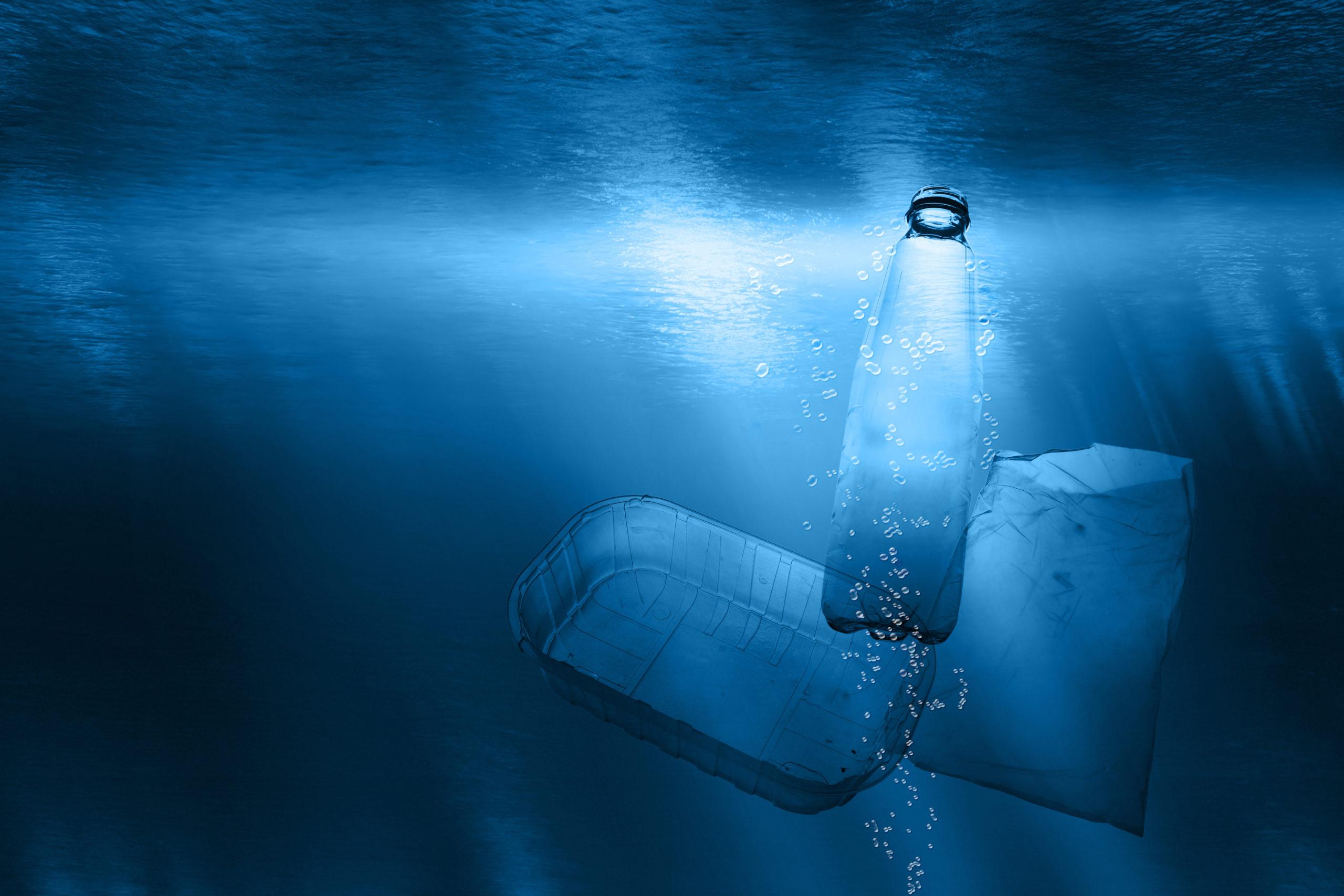 Bacterias superpotentes podrían degradar el plástico ¡en minutos!