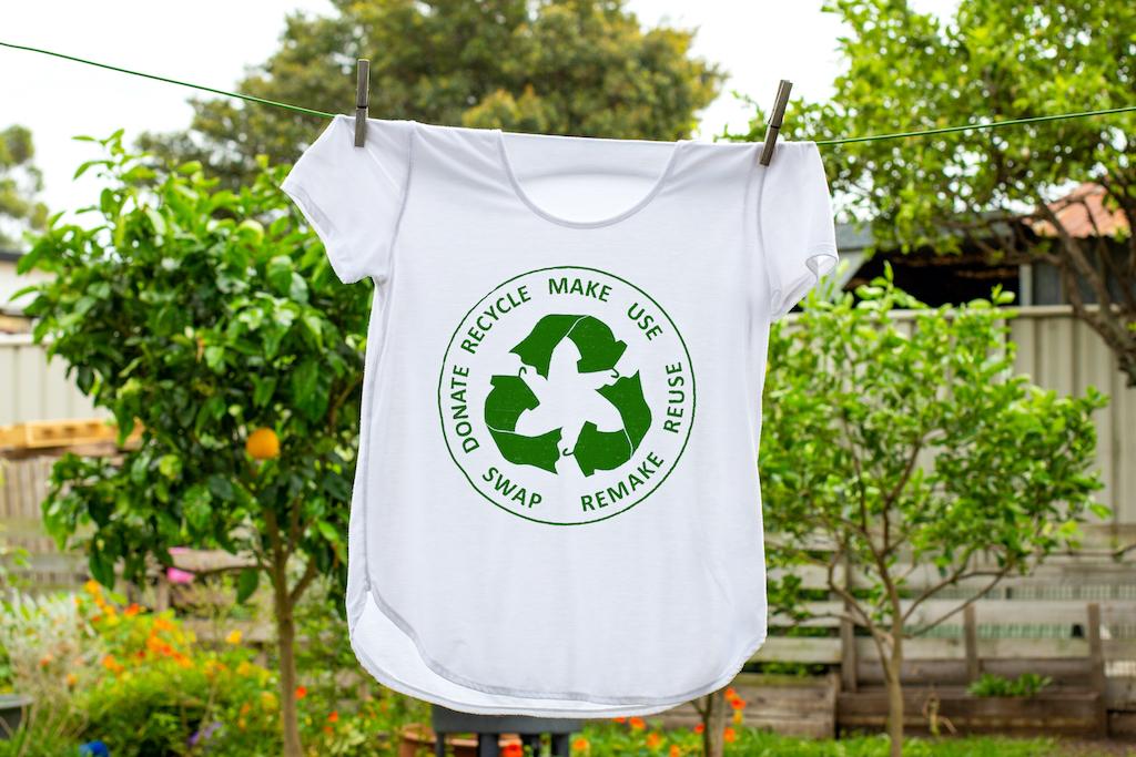 ¿Alquilar ropa, reciclar o desecharla? Lo que debes saber del 'greenwashing'