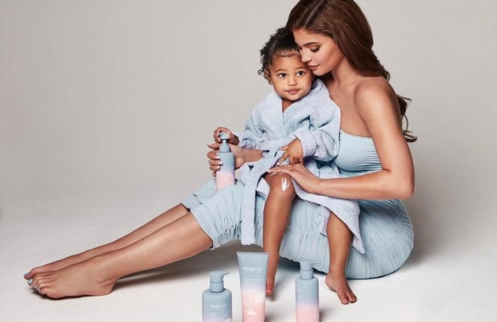 Kylie Jenner lanza su primera línea vegana de cuidado para bebés
