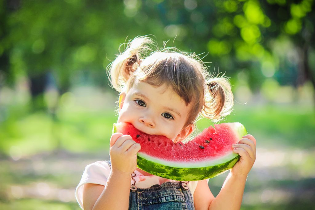 Niños que comen frutas y verduras tienen mejor salud mental: estudio