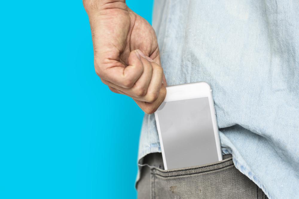 6 lugares donde NUNCA debes guardar o poner tu teléfono
