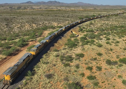 US-railroads-Union-Pacific-engines-idled-2016-05-03=1b
