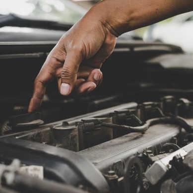 Stopy tytanu wykorzystywane do produkcji silników spalinowych pozwalają zmniejszyć ich masę, zwiększyć sprawność oraz zmniejszyć zużycie paliwa