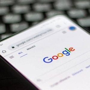 Google mobil sonuçlarda sürekli kaydırmaya geçiyor