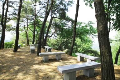 Hiking trail rest spot in Wolmyeongdong