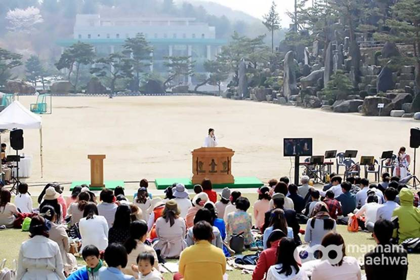 Wolmyeongdong Church observes service outdoors during spring