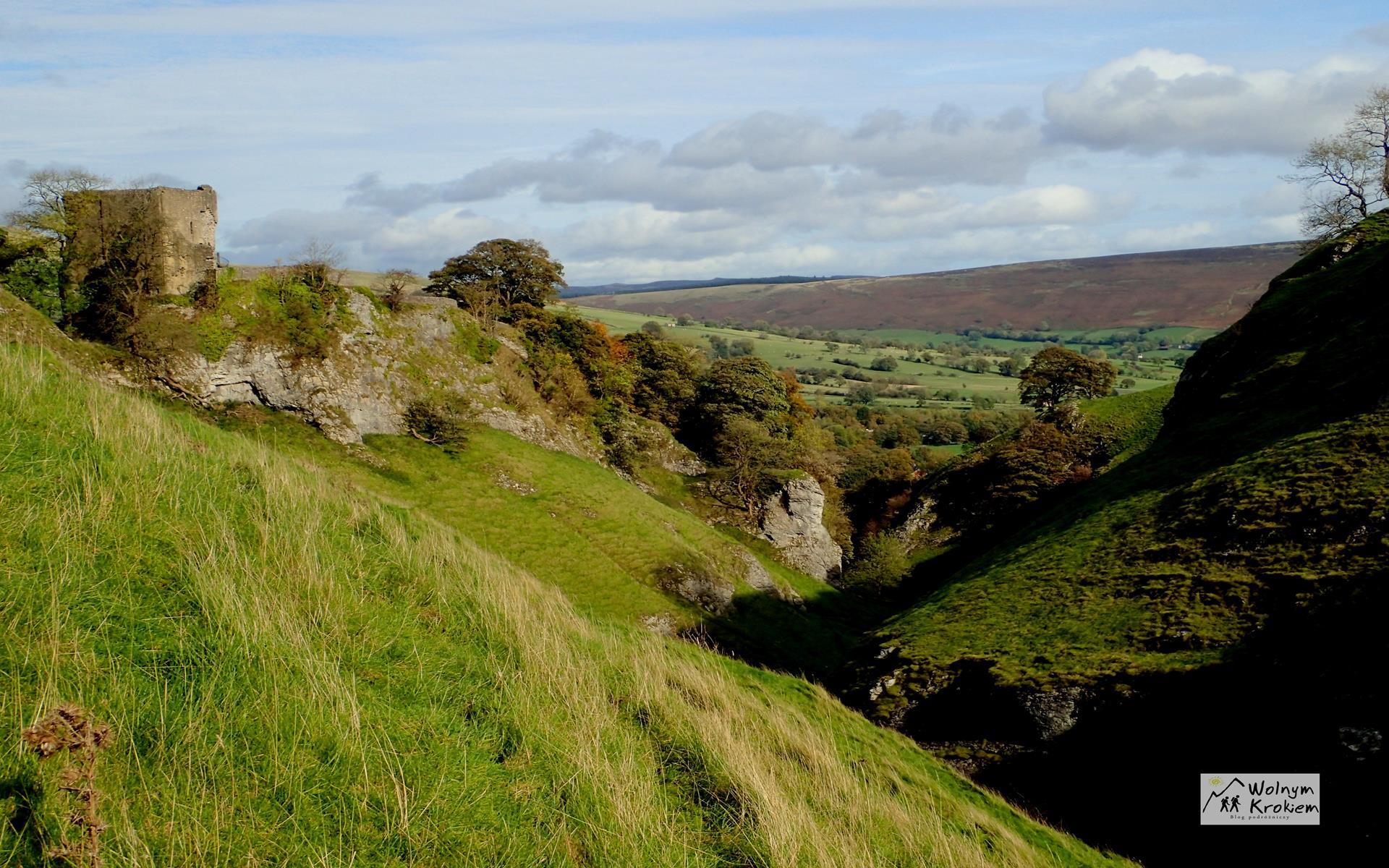 Peak District z Sekretna Dolna - zamek Peveril