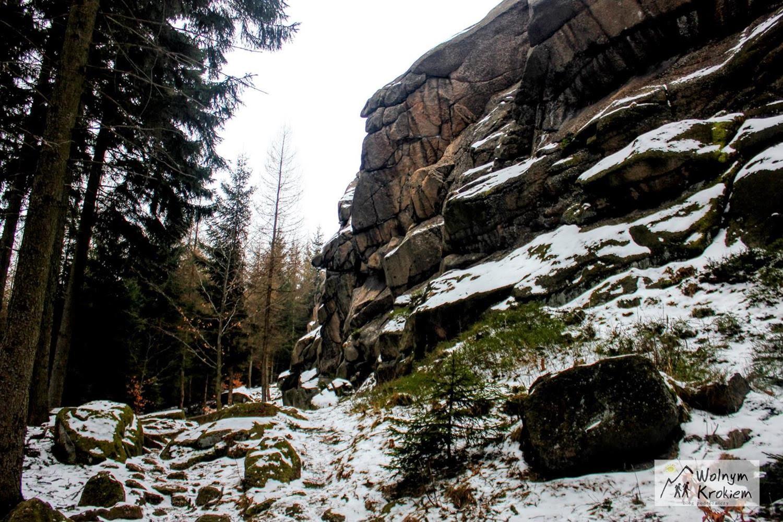 Staroscinskie skaly zima Rudawy Janowickie