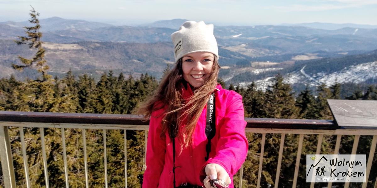 Widok z wieży widokowej na Baraniej Górze w Beskidzie Śląskim