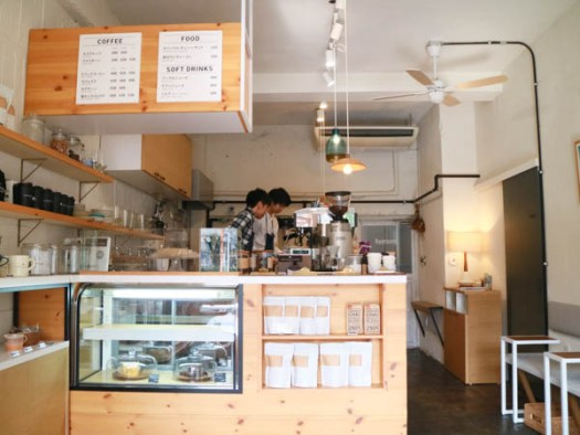 「YOUR DAILY COFFEE」の店内