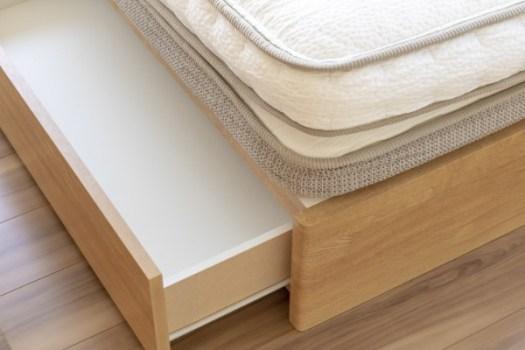 ベッド下の収納スペース