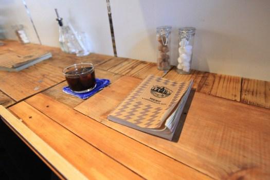 千駄木「Coffee&Bindery Gigi」でアイスコーヒーとメニュー
