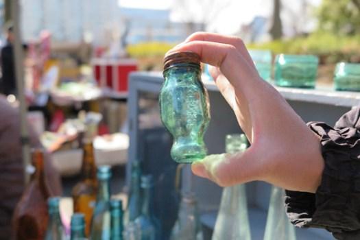 「大江戸骨董市」に出店していたガラスの薬瓶