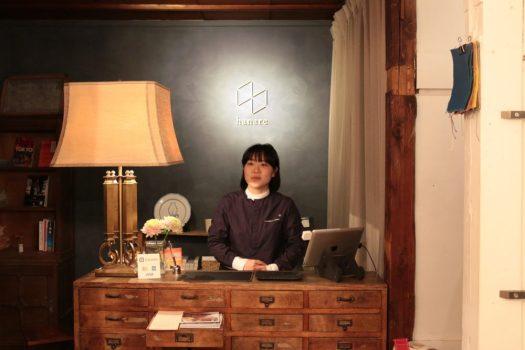 谷中のホテル「hanare」のレセプションは「HAGISO」の2階
