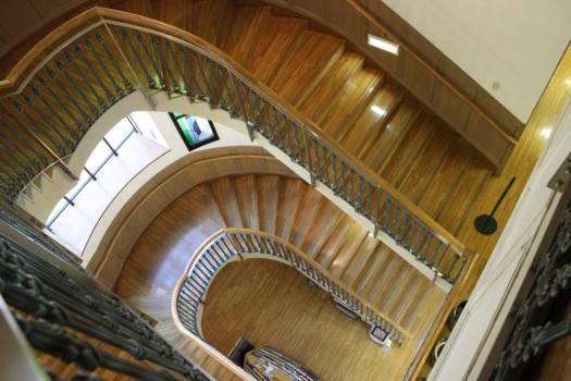 深川図書館螺旋階段
