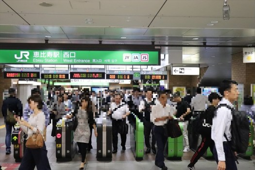 JR恵比寿駅の改札風景
