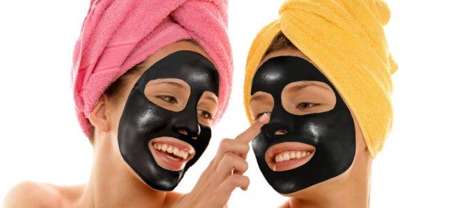 ماسک سیاه در خانه
