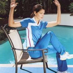 Bring your left elbow and your right knee toward each other (b). Return to the starting position. Repeat with the right elbow and left knee. Then alternate the moves for a minute. Read more: Flat Belly Exercises - How to Get a Flat Belly by Jorge Cruise - Good Housekeeping